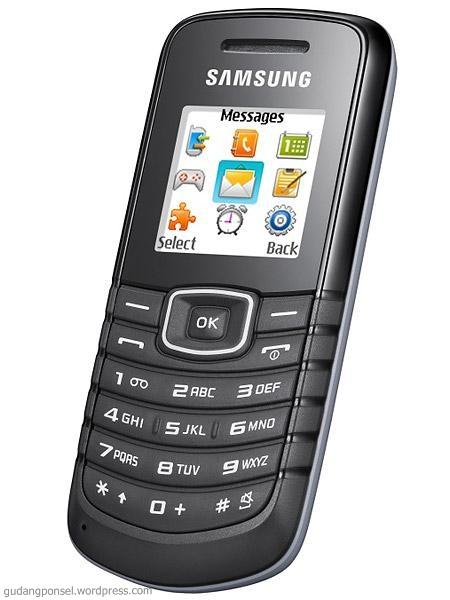 Ponsel Samsung dengan harga murah. Bentuknya mungil, dengan dukungan ...